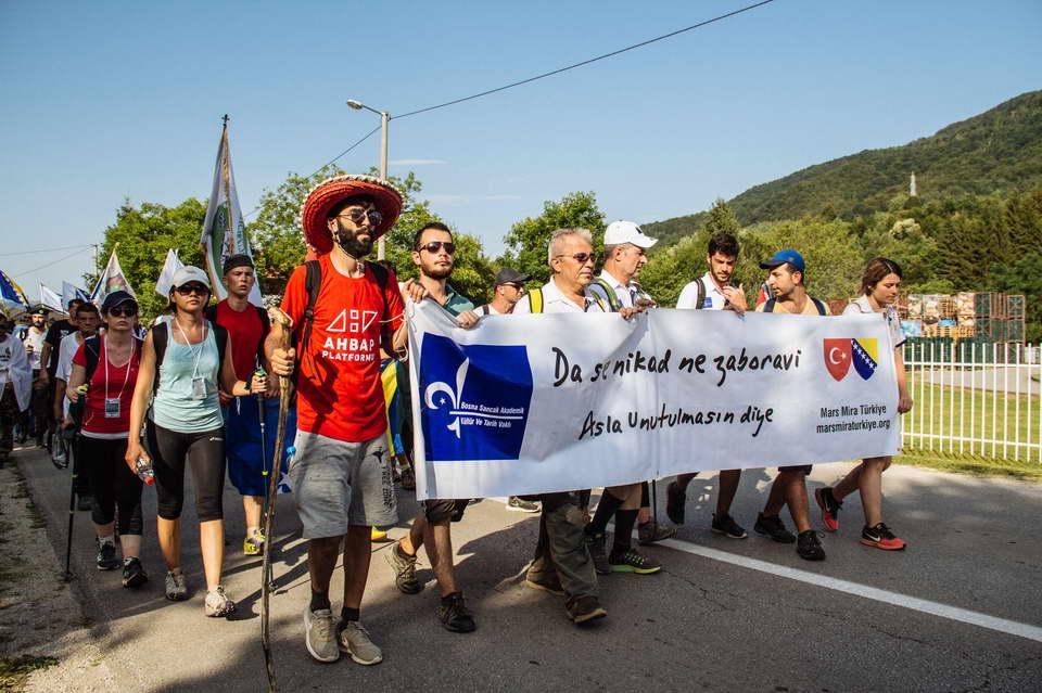 """Srebrenitsa, asla unutulmasın diye! """"Da se nikad ne zaboravi!"""""""