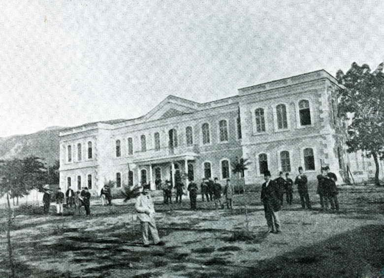 Bursa Mekteb-i Sultanisi'nin Birinci Eğitim-Öğretim Yılına İlişkin Bazı Veriler