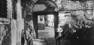 Bursa'nın kale ve mahalle kapıları